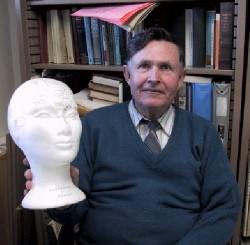 Victor Hilts Headshot